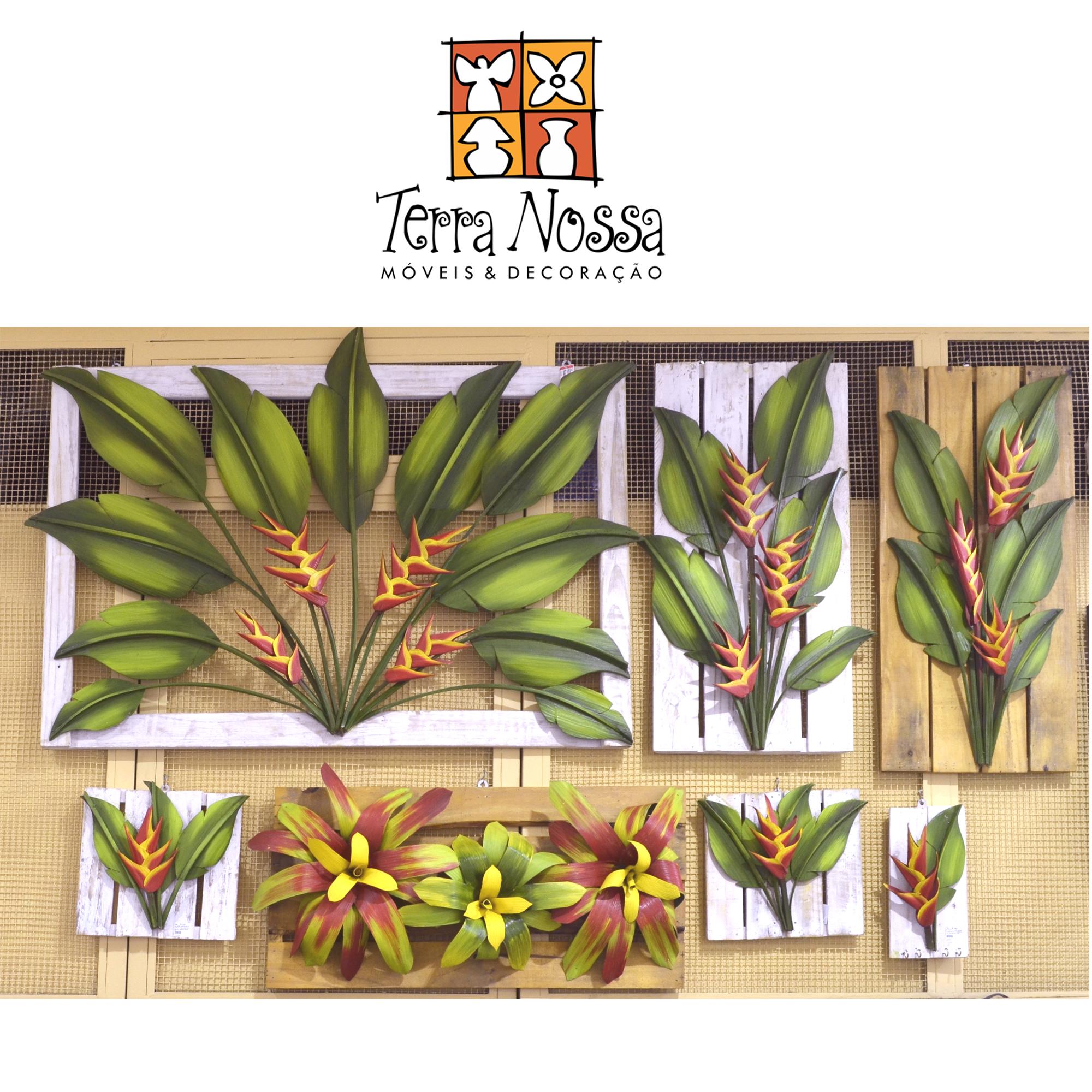 Loja Terra Nossa vende móveis de madeira de demolição e quandros com plantas desidratadas