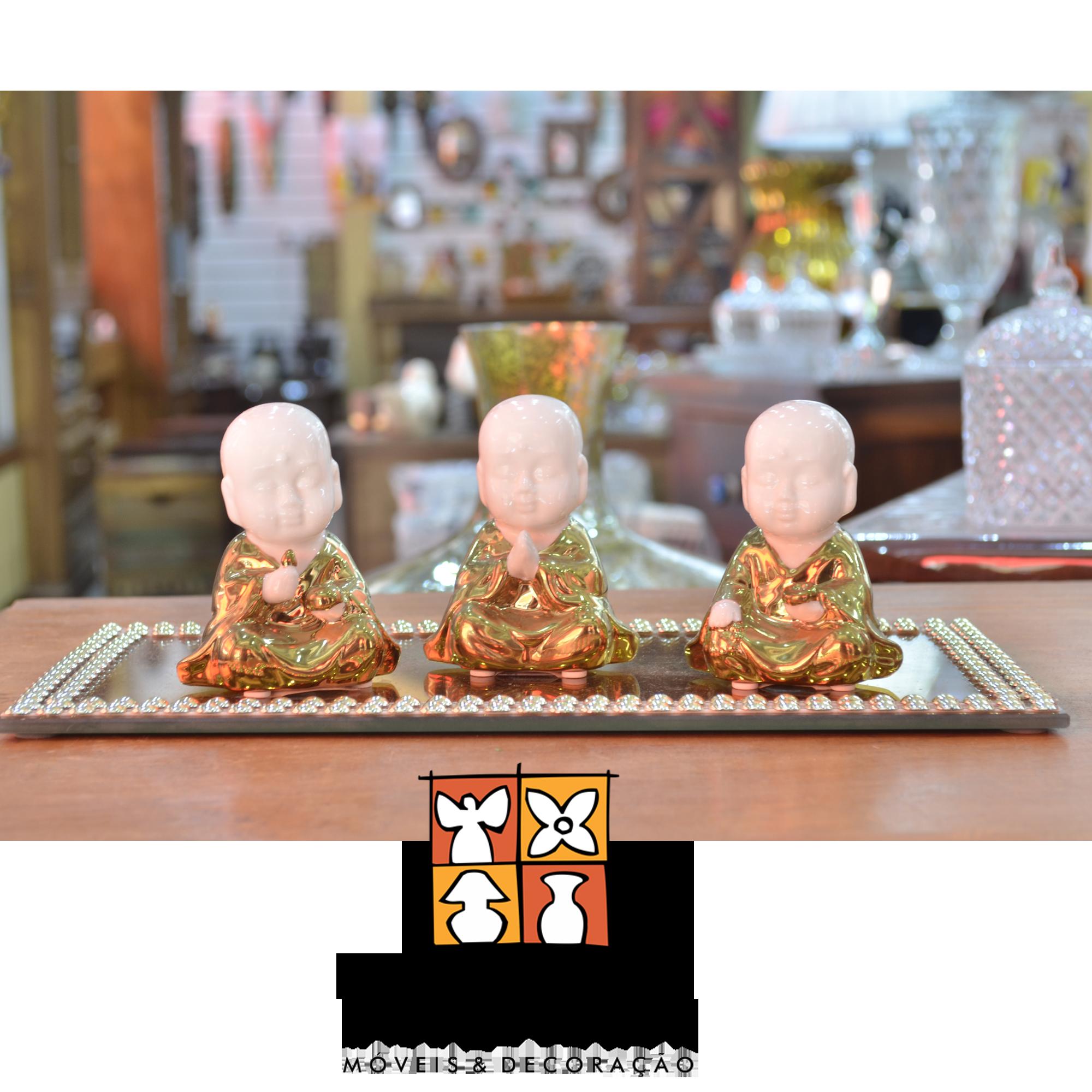 Loja Terra Nossa decora com trio de budas dourado